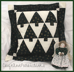 Christmas pillow pattern & Free Christmas Pillow Pattern With Flange and Envelope Back Opening pillowsntoast.com